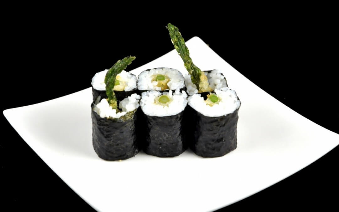 Vega sushi: Maki met groene tempura-asperges