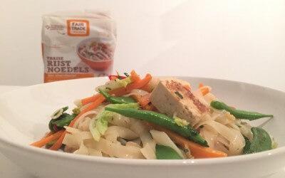 Salade van fairtrade zilvervliesrijstnoedels met tofu