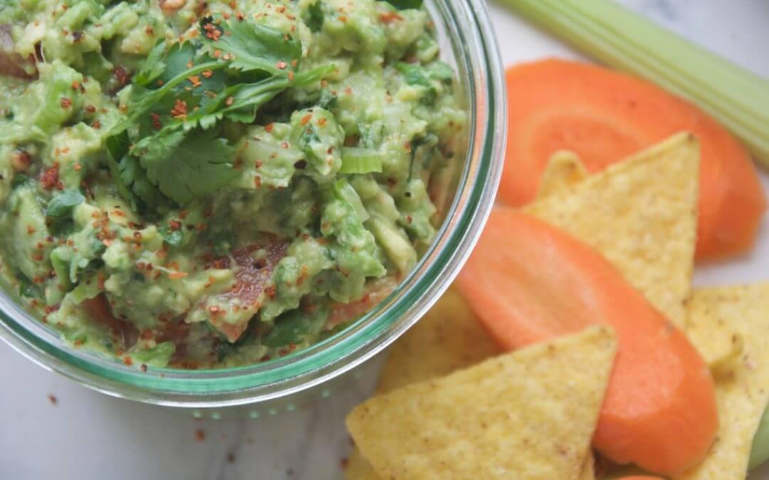 Gezonde guacamole met bleekselderij