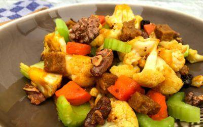 Spelt seitan met bloemkool, walnoten, rozijnen en teriyaki