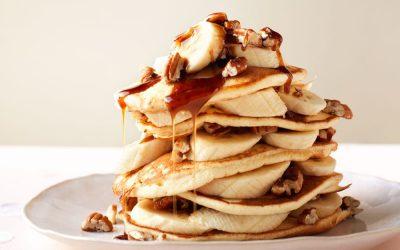 Pancaketaart met banaan en pecannoten