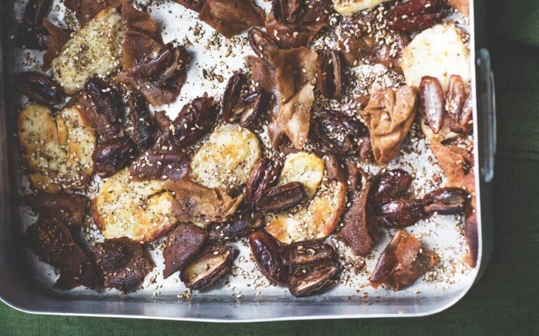 Libanese keuken: halloumi uit de oven met brood, dadels en za'atar