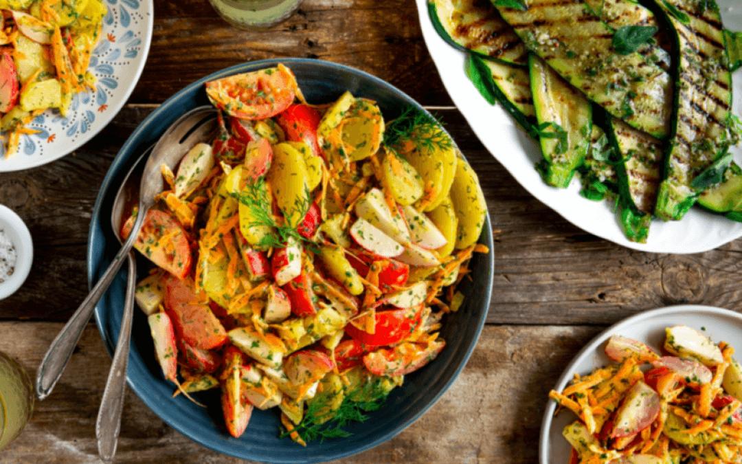 Barbecue: kruidige aardappelsalade en gegrilde courgette met oregano dressing